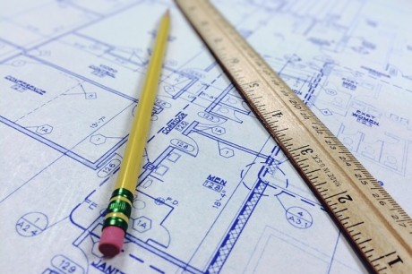 פתרון סכסוך בין מפקח עבודות קבלניות לחברה תעשייתית